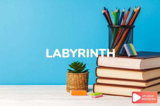 arti labyrinth adalah kb.  suatu susunan yang membingungkan.  Anat.: l dalam Terjemahan Kamus Bahasa Inggris Indonesia Indonesia Inggris by Aplikasi Indonesia